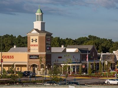 Outlet New Jersey >> Simon Opens New Outlet Mall In New Jersey Expands In San